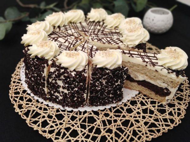 Prokládaný máslový dort