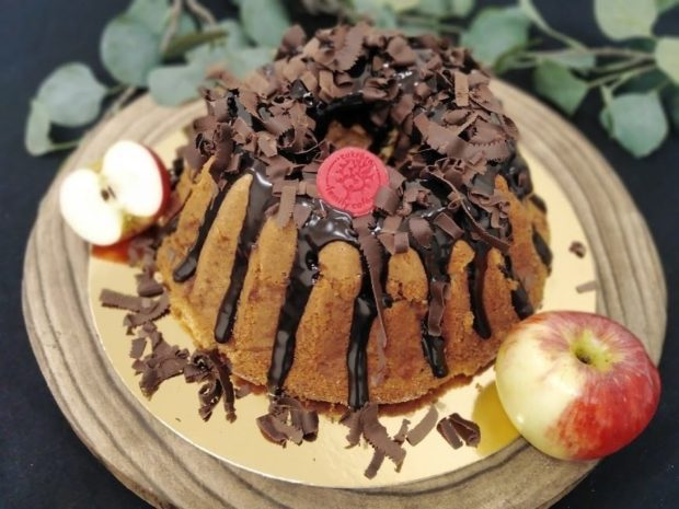 Bábovka s jablky a skořicí