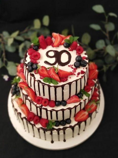 Stékaný vícepatrový dort