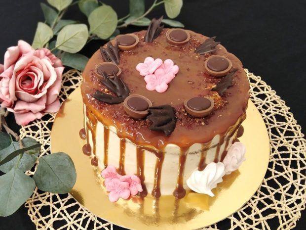 Stékaný dort se slaným karamelem